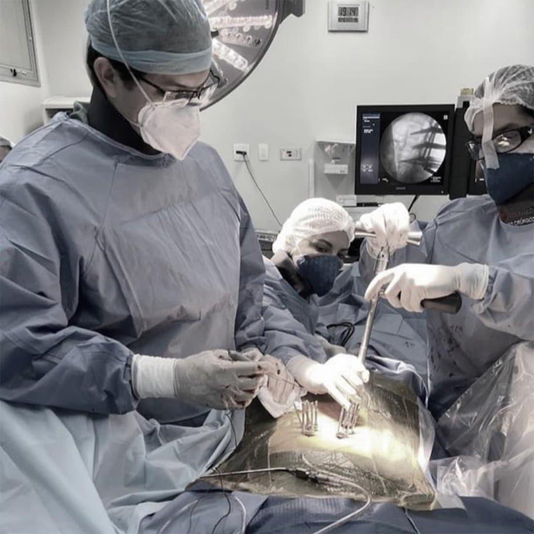 Fixação percutânea da coluna vertebral | Dr. Ricardo Teixeira